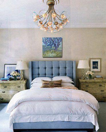 ліжко з сіро-блакитним узголів`ям