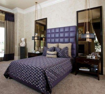 фіолетова ліжко в спальні