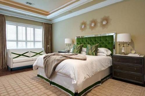 зелене узголів`я ліжка
