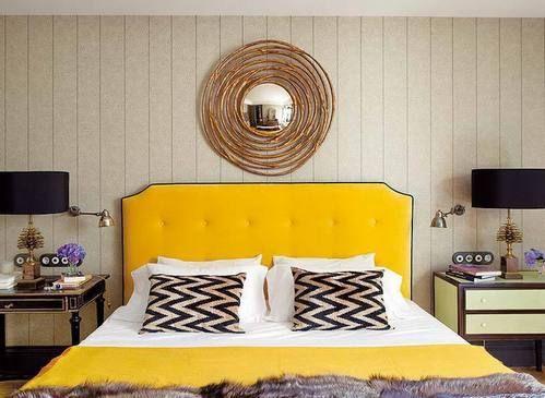ліжко з жовтим узголів`ям