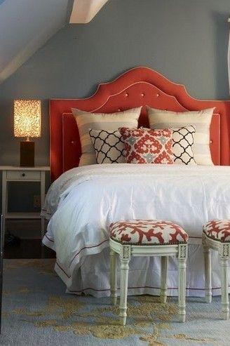коралова ліжко в інтер`єрі