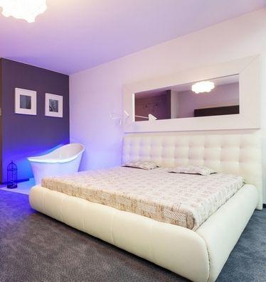 ліжко білого кольору