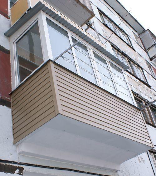 Балкон обшитий сайдингом
