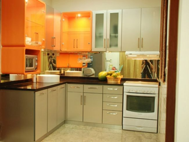 Маленька кухня в квартирі