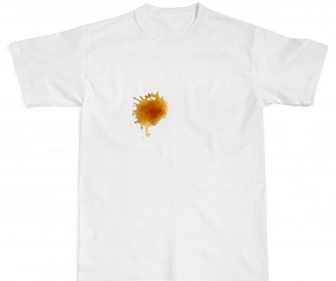 Плями від кави на білому одязі