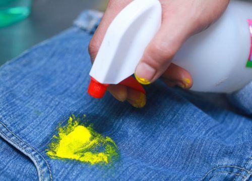 Видалення засохлої фарби бензином