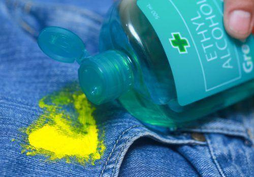 Видалення засохлої фарби спиртом
