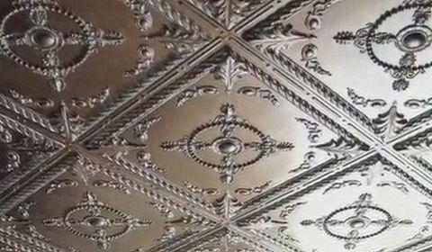 Як клеїти пенопластовую плитку на стелю