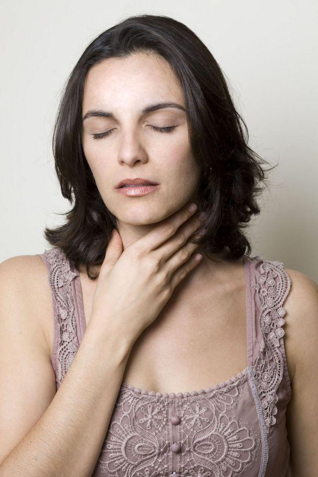 Як можна лікувати горло народними засобами?