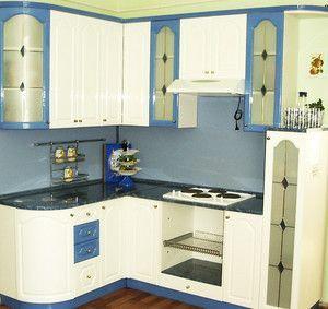 Кутова маленька кухня