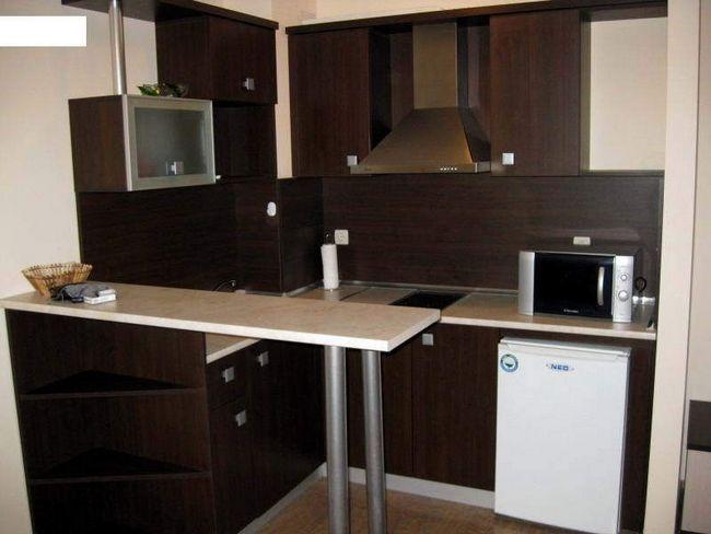 Вид маленької кухні