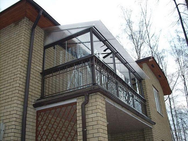 Залежний тип даху на балконі