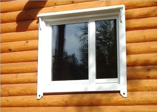 Пластикове вікно в дерев`яному будинку