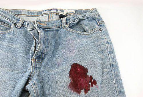 Як вивести плями крові з джинсів