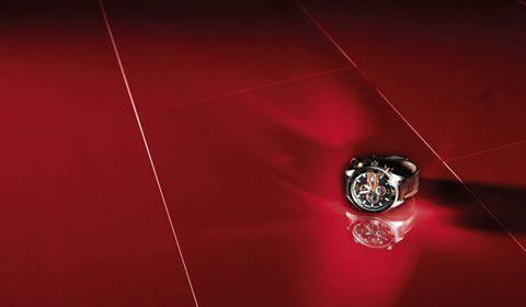 Червоний підлогу в інтер`єрі