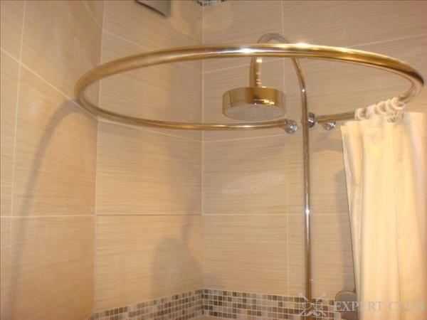 Круглий карниз для ванної