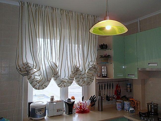 Австрійська штора з лляної тканини для кухні