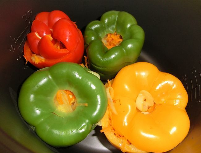 перці фаршировані овочами в мультиварці