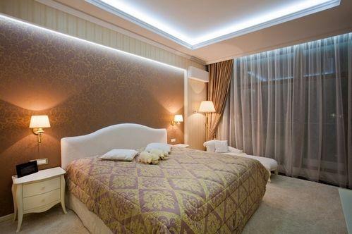 стелю в класичній спальні