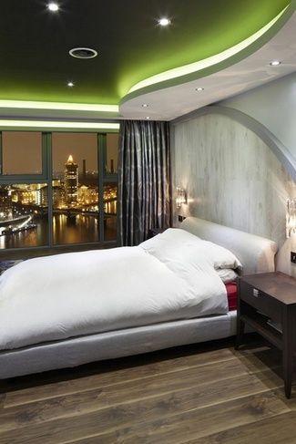 зелений стелю в спальні
