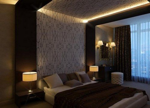 стелю над ліжком в спальні