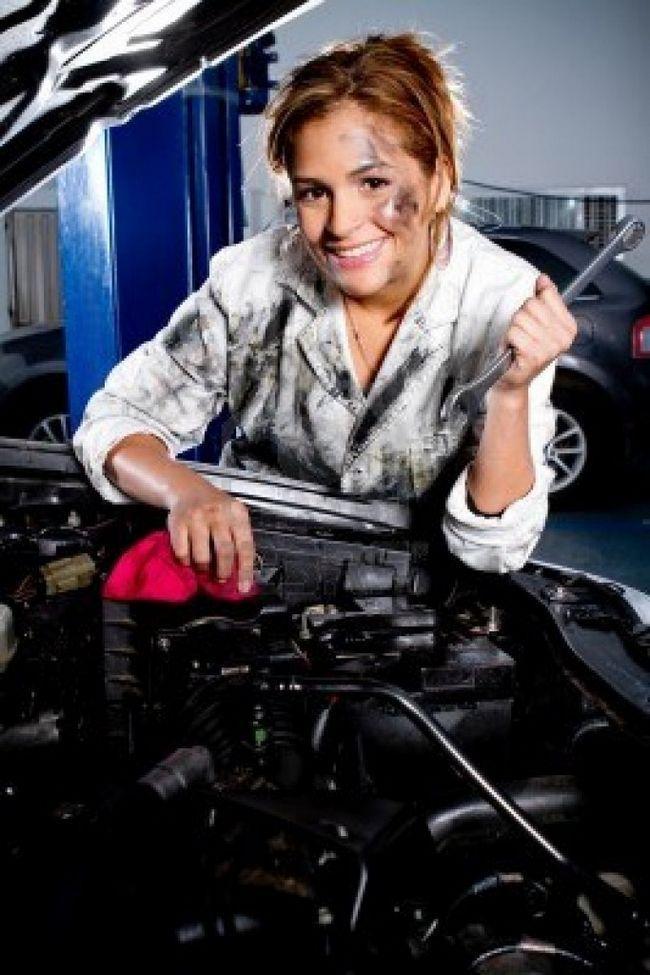 Ремонт автомобіля очима жінки