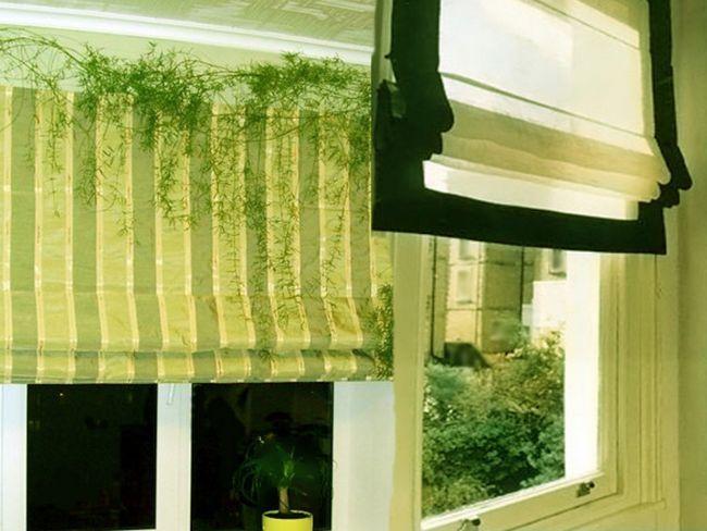 Римські штори на вікні кухні