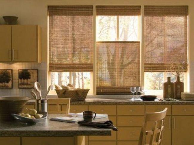 Штори для кухні, виконані в римському стилі