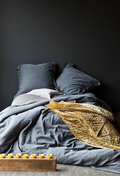 Інтер`єр спальні в сірих тонах