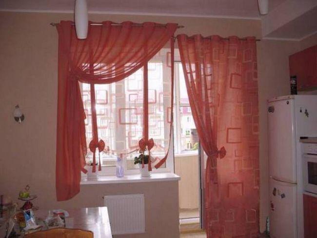 Червоні штори для кухні