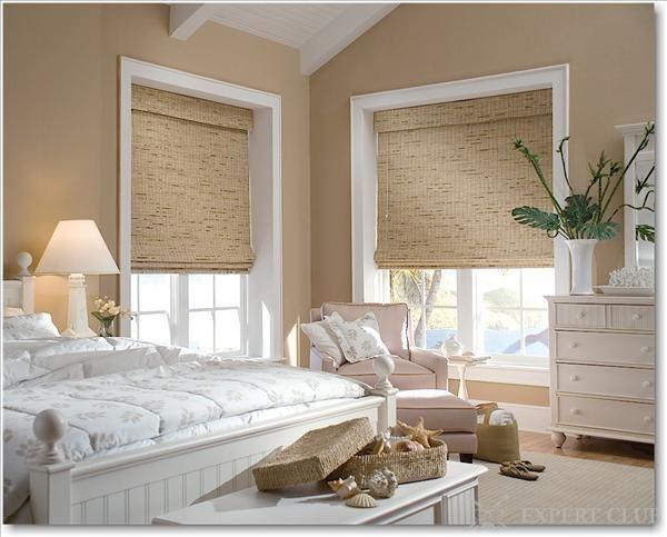 Римські штори непогано виглядають в спальні