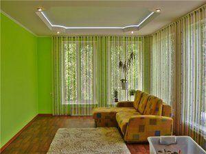 Нитяні штори у вітальні