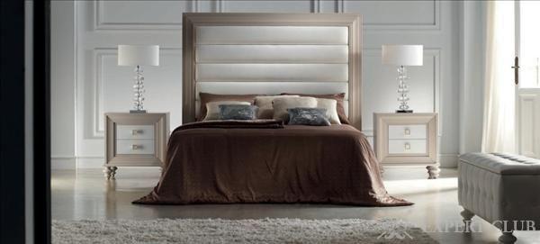 Ліжко з високим узголів`ям в спальні