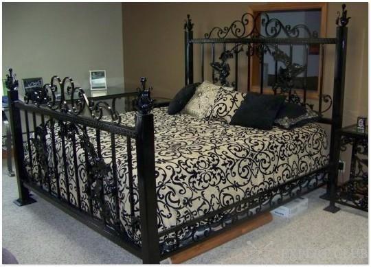 Коване узголів`я ліжка