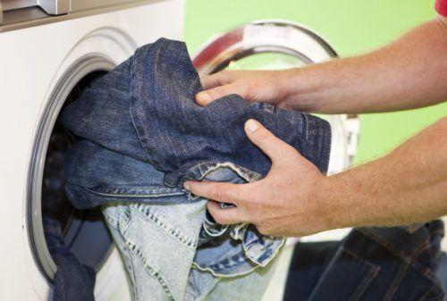 Як відіпрати віск з джинсів