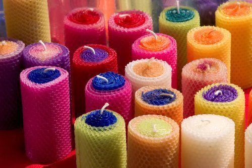 Як вивести плями від кольорової свічки