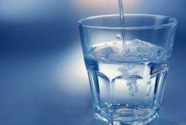 Навіщо все-таки потрібно пити 2 літри води в день?